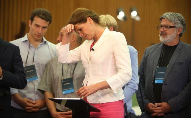 Alenka Bratušek v volilnem središču na Gospodarskem razstavišču. FOTO: Jure Eržen/Delo