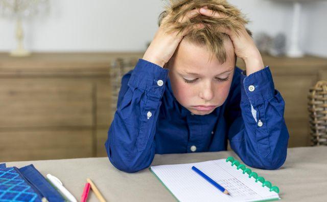 Otroci se v osnovni šoli srečajo z neposredno povezavo med pametjo in učenjem oziroma delom. FOTO: Thinkstock