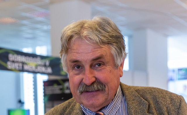 Zlata utež predstavlja materializirano mero za maso,Evropska organizacija za metrologijo, EURAMET, jo podarja kot priznanje za dolgoletno delo na področju meroslovja,prejel ga je tudi prof. dr. Janko Drnovšek. FOTO: Arhiv fakultete za elektrotehniko