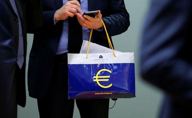 ECB naj bi začela razmišljati o zviševanju obrestnih mer. FOTO: Reuters