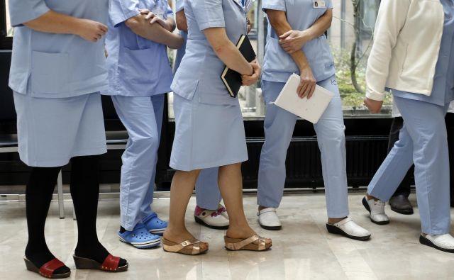 Nihče še ni preštel, koliko sester in tehnikov manjka v slovenskem zdravstvu. FOTO: Blaž Samec/Delo
