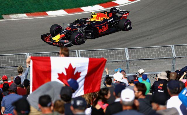 Max Verstappen je na kritike odgovoril z najboljšim časom prvega treninga.