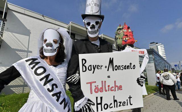 Kritiki se bojijo uporabe Monsantovih domnevno spornih semen. Foto AP