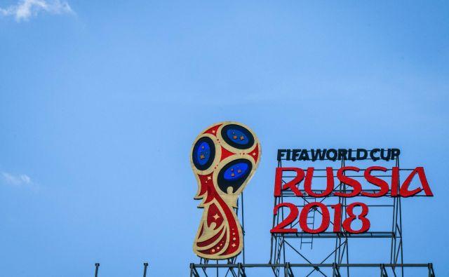 Znak za svetovno prvenstvo na eni od moskovskih zgradb FOTO: AFP