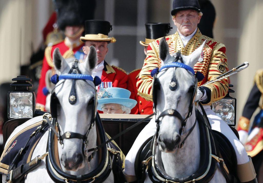 FOTO:Svečana parada za kraljičinih 92 let (FOTO)