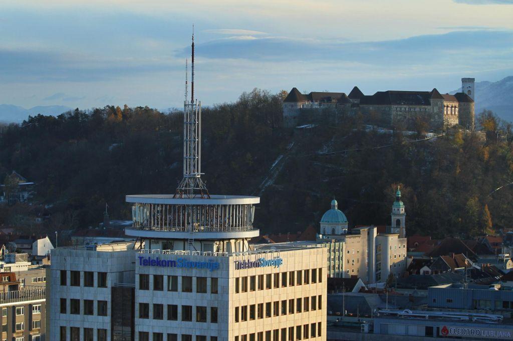 Kdo bo odločal o odškodninskih tožbah Telekoma?