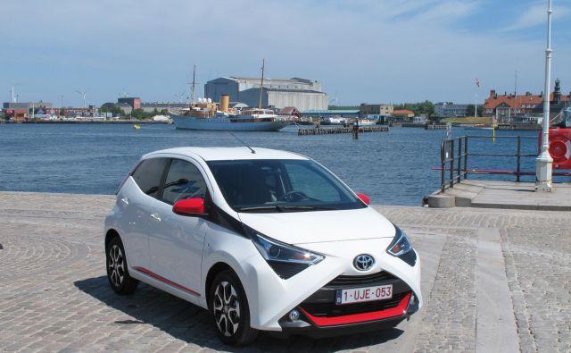 Toyota aygo v prenovljeni podobi ohranja osnovne poteze predhodnika in jih nadgrajuje – tako kot notranjost in vozniško izkušnjo. FOTO: Blaž Kondža