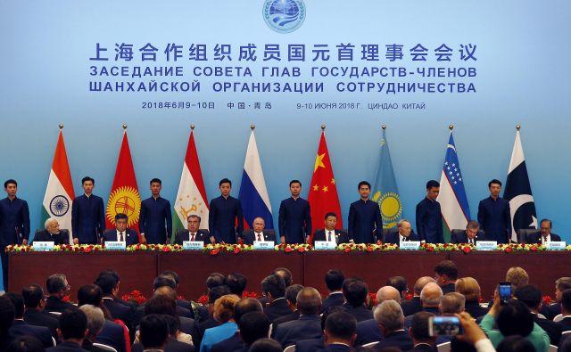 Nobena skupina držav nima več prebivalcev, močnejšega jedrskega orožja, globljih medsebojnih konfliktov, toda tudi trdnejših razvojnih ambicij kakor prav SCO.<br /> FOTO: Dake Kang/AP