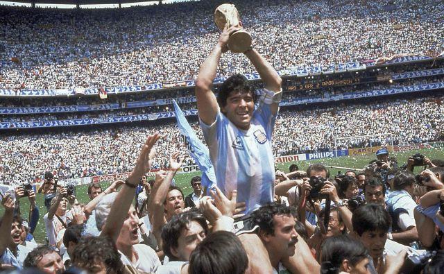 Leta 1986 je zaznamoval turnir v Mehiki legendarni Diego Maradona, ki je pokazal lovoriko 114.600 navijačem v Ciudadu de Mexicu.