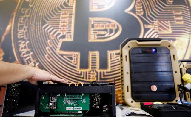 Bitcoin je izgubil že dve tretjini vrednosti, medvedji trend še traja. FOTO: REUTERS