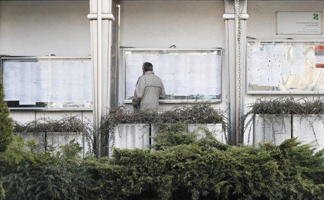 Med iskanjem zaposlitve upravičenci dobivajo denarno nadomestilo. Foto Uroš Hočevar