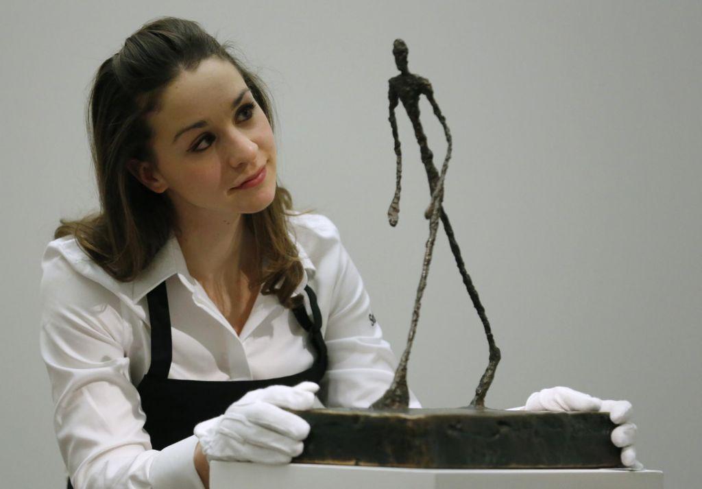 Dražb Christie's in Sotheby's več ne bodo reklamirale le lepe mlade belke
