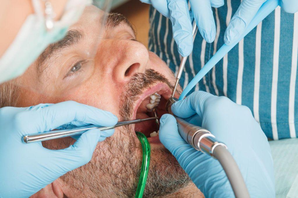 Umetne zobe si naročite kar vnaprej
