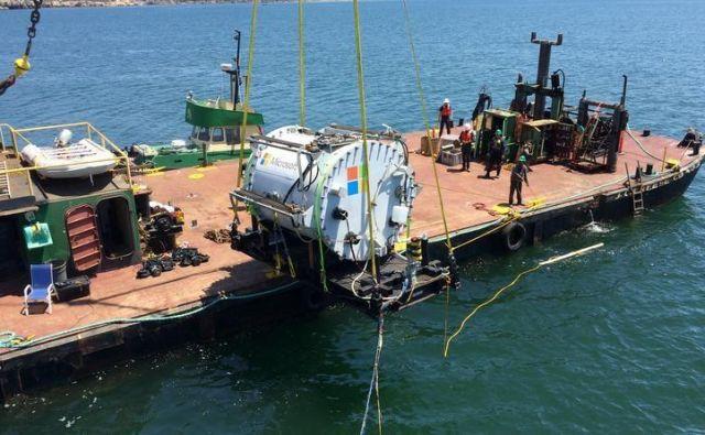 Podjetje Microsoft je na obali Evropskega pomorskega energetskega inštituta EMEC na Škotskem potopilo podatkovni center. Foto Microsoft