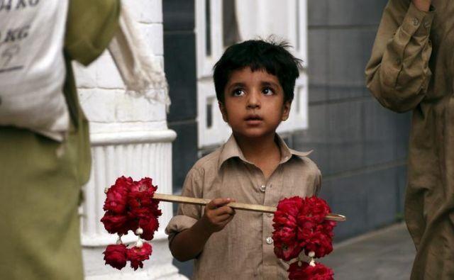 Otrok med delom. Foto Reuters