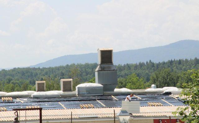Streha podjetja Akrapovič v nedeljo. Foto Simona Fajfar