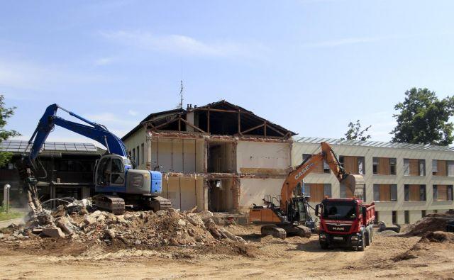 Stari objekt v rehabilitacijskem centru Soča bodo nadomestili s sodobnejšim in potresno varnejšim. FOTO: Roman Šipić