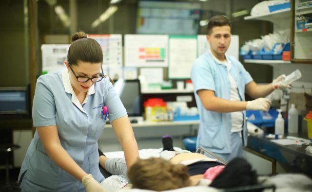 Med sestrami je skoraj 25-odstotna bolniška odsotnost. FOTO: Jure Eržen/Delo