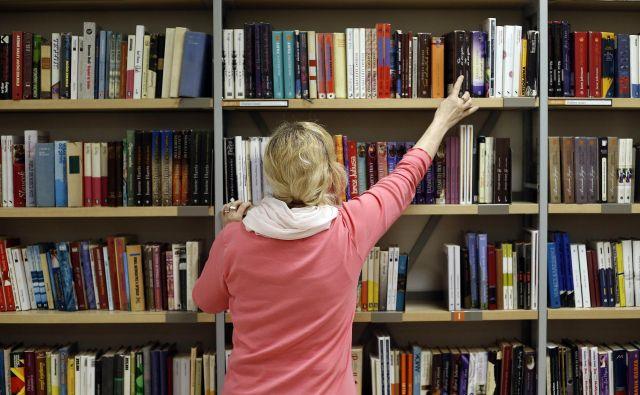 Avtor, založba, bralci, vsi bi lahko zadovoljno živeli do konca svojih dni. FOTO: Bla�ž Samec/Delo