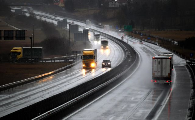 Ponekod po državi je promet ovirsan zaradi toče. FOTO: Roman Šipić/Delo