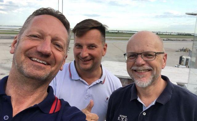 Na selfiju s facebooka: Boris Popovič, Zoran Torbica in Dimitrij Zadel na letališču Marca Pola v Benetkah Foto Boris Popovič
