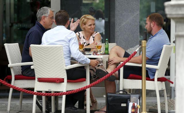 Včeraj so se v SD in Sabu pogovarjali, da bi se obe stranki skupaj dobili s Šarcem. FOTO: Matej Družnik/Delo
