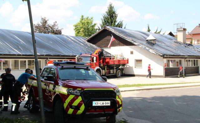 Vrtec Čardak v Črnomlju ima uničeno streho. FOTO: Simona Fajfar