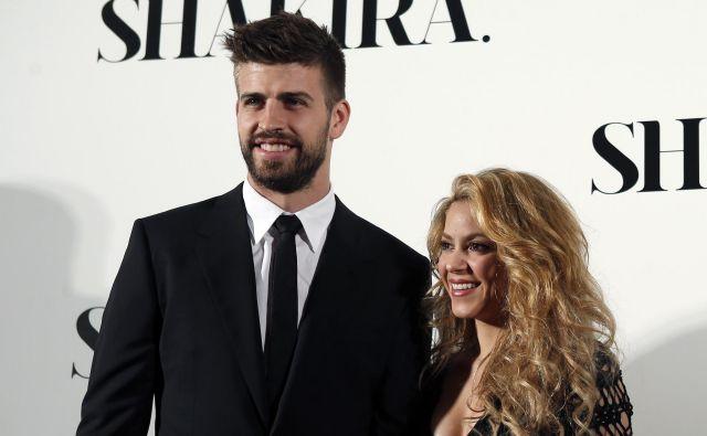 Gerard Pique in kolumbijska pevka Shakira sodita med najbolj znane zvezdniške pare. FOTO: Reuters