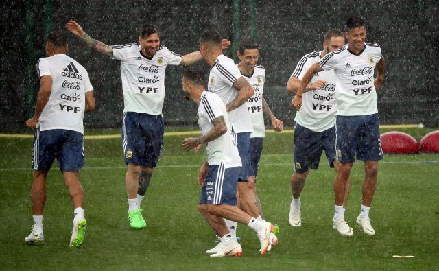 Argentinska javnost pričakuje, da bo Lionel Messi zaokrožil kariero še z naslovom svetovnega prvaka. FOTO: Reuters