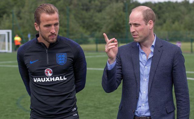Nekaj nasvetov angleškemu kapetanu Harryju Kanu je pred začetkom SP dal tudi britanski princ William. Foto Reuters