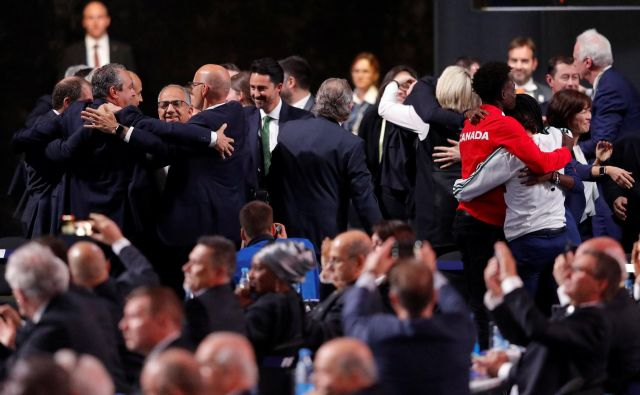 Veselje delegatov skupne kandidature po izboru. Foto Sergej Karpuhin/Reuters