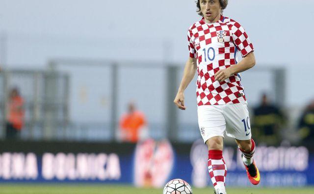 Luka Modrić je bil majcen in drobcen otrok, toda na parkiriščih in zelenicah je bil eden najspretnejših z nogometno žogo. Zelo nevaren bo tudi v Rusiji. FOTO: AP