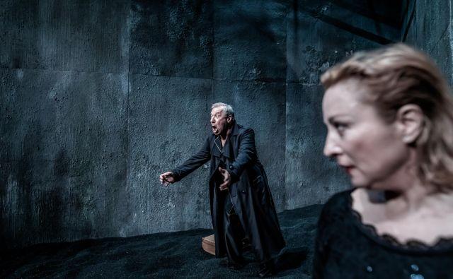 Festivalska premiera<em> Kraljica mati</em> v izvedbi Gledališča Koper in Mestnega gledališča Ptuj. FOTO: Jaka Varmuž