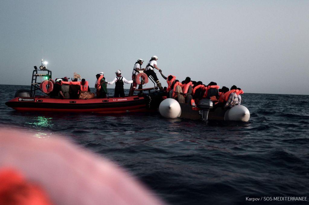 FOTO:Na Sicilijo prispela ladja z 932 begunci na krovu