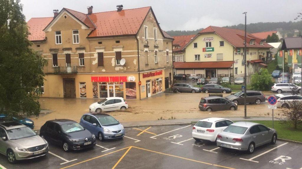 FOTO:Močno neurje poplavilo Šmarje pri Jelšah (FOTO)