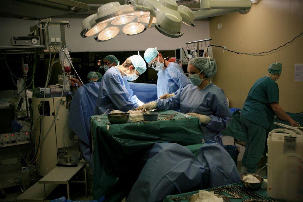 Slovenija nezanimiva za tuje zdravnike, na srcu bolni otroci brez stalne oskrbe