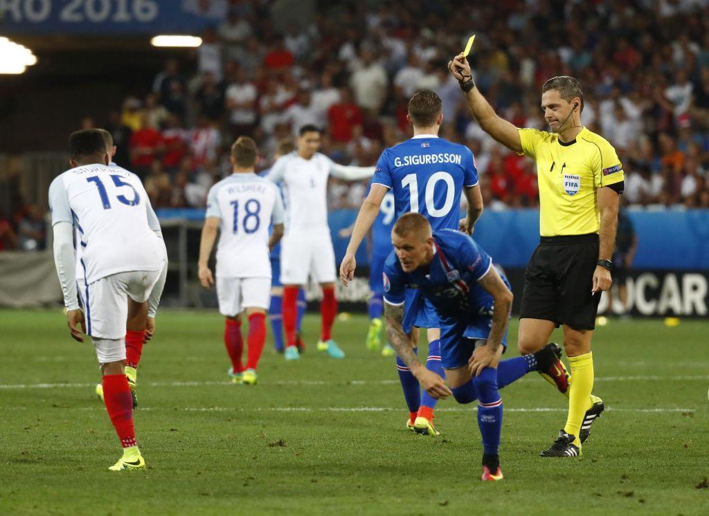 VAR ščiti sodnike, a lahko prevara nogomet