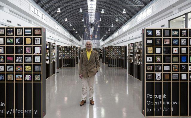 Luciano Benetton na razstavi malih slik iz njegove kolekcije v Trstu. FOTO BENETTON