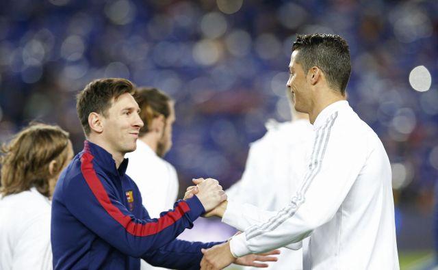 Lionel Messi in Cristiano Ronaldo sta velika rivala tudi v klubih. Eden igra za Barcelono, drugi za Real Madrid. FOTO: Reuters