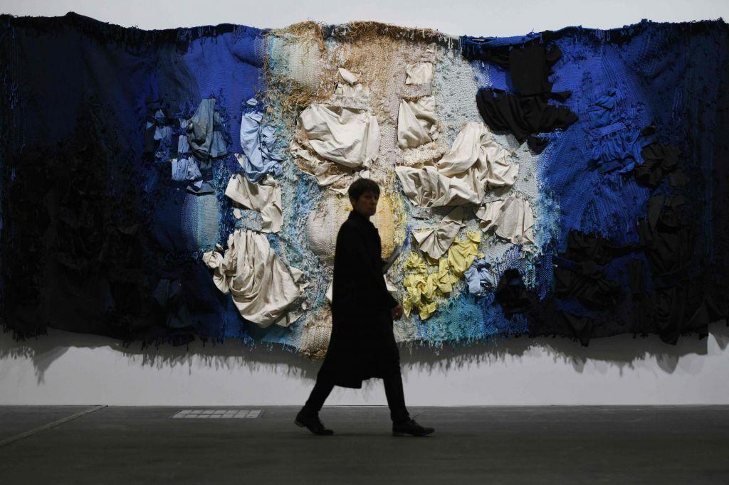 FOTO:Art Basel odraža krize od seksizmov v umetnosti do begunske krize