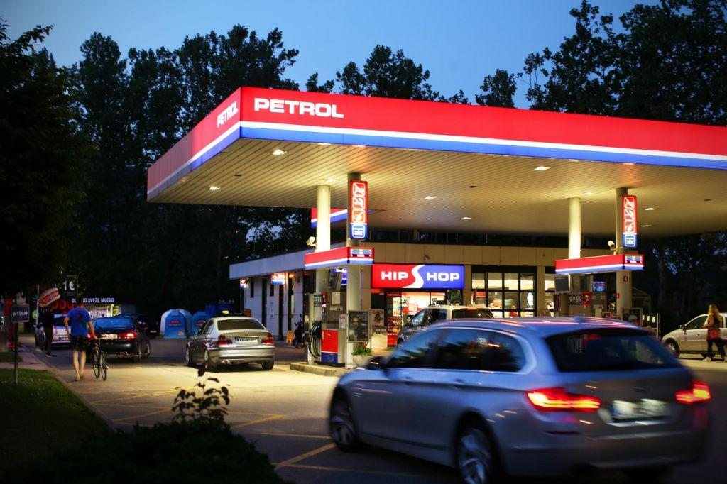 Petrolovi servisi poslej tudi bankomati