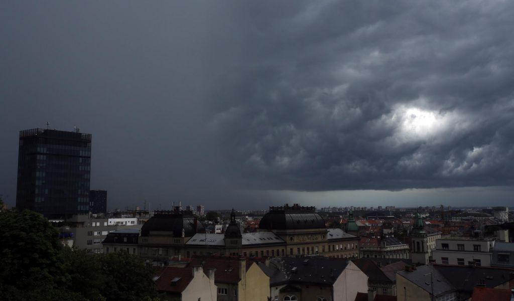 Neurje v Zagrebu poplavilo bolnišnice in fakultete