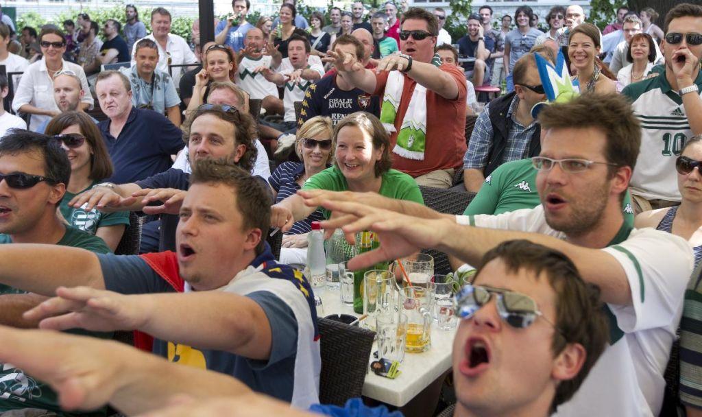Enomesečni spektakel priložnost tudi za slovenske gostince