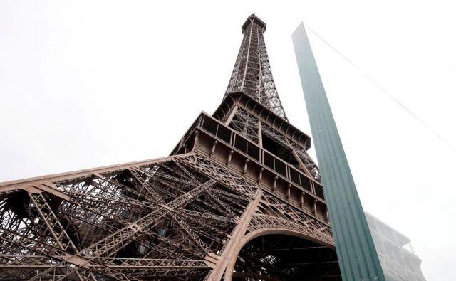 Eifflov stolp s steklenim zidom. FOTO: Reuters