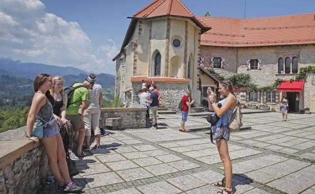 Za prenovo Blejskega gradu so v desetih letih porabili deset milijonov evrov, število obiskovalcev pa se je povečalo za 180 odstotkov. Foto Leon Vidic/Delo
