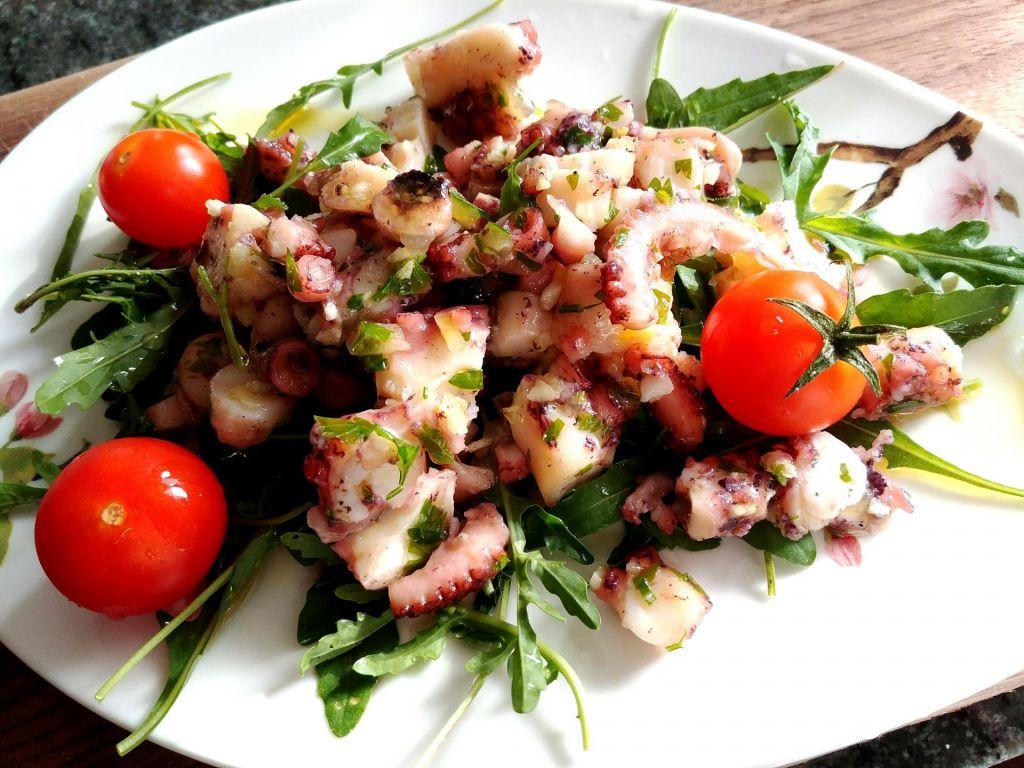 Poletov recept: hobotnica končala v solati