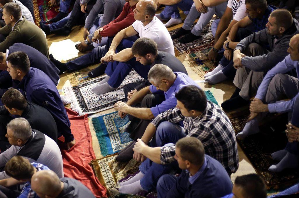 FOTO:Za muslimane se je s koncem posta začelo tridnevno praznovanje