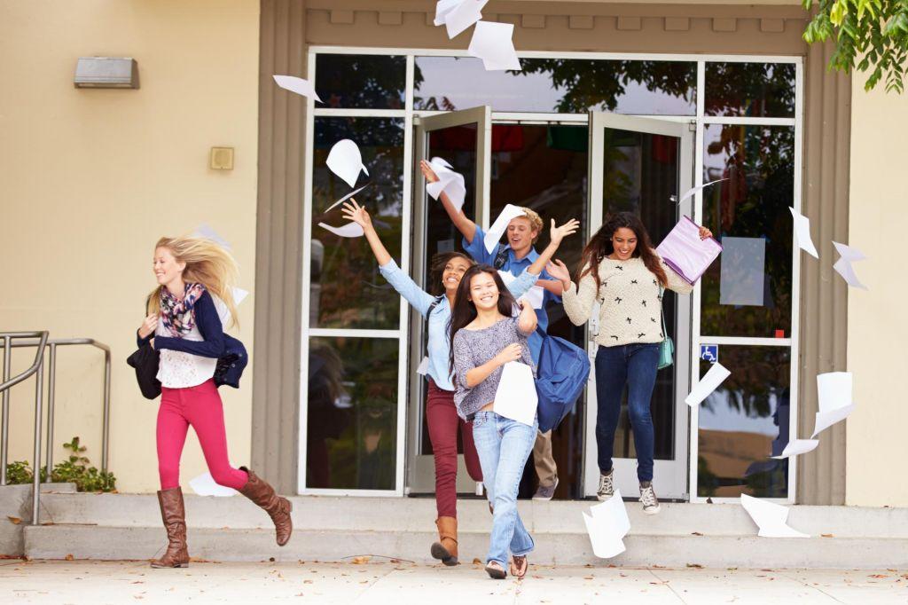 Učenci devetih razredov še zadnjič v šolskih klopeh