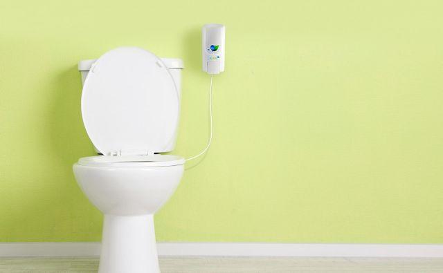 Ko pride piipee v stik z urinom, nevtralizirala njegov vonj in barvo, zato ni treba izplakovati vode. FOTO: Piipee