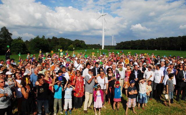 Slavje ob otvoritvi vetrne elektrarne Bégawatts. FOTO: Énergies in Pays de Vilaine<br />